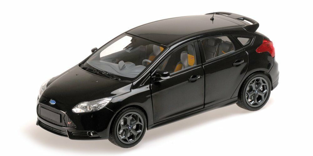 Ford Focus ST 2011 nero metallic 110082000 Minichamps 1 18 New in a box
