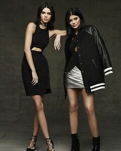 Kendall-Jenner-and-Kylie-Jenner-8x10-Photo-175