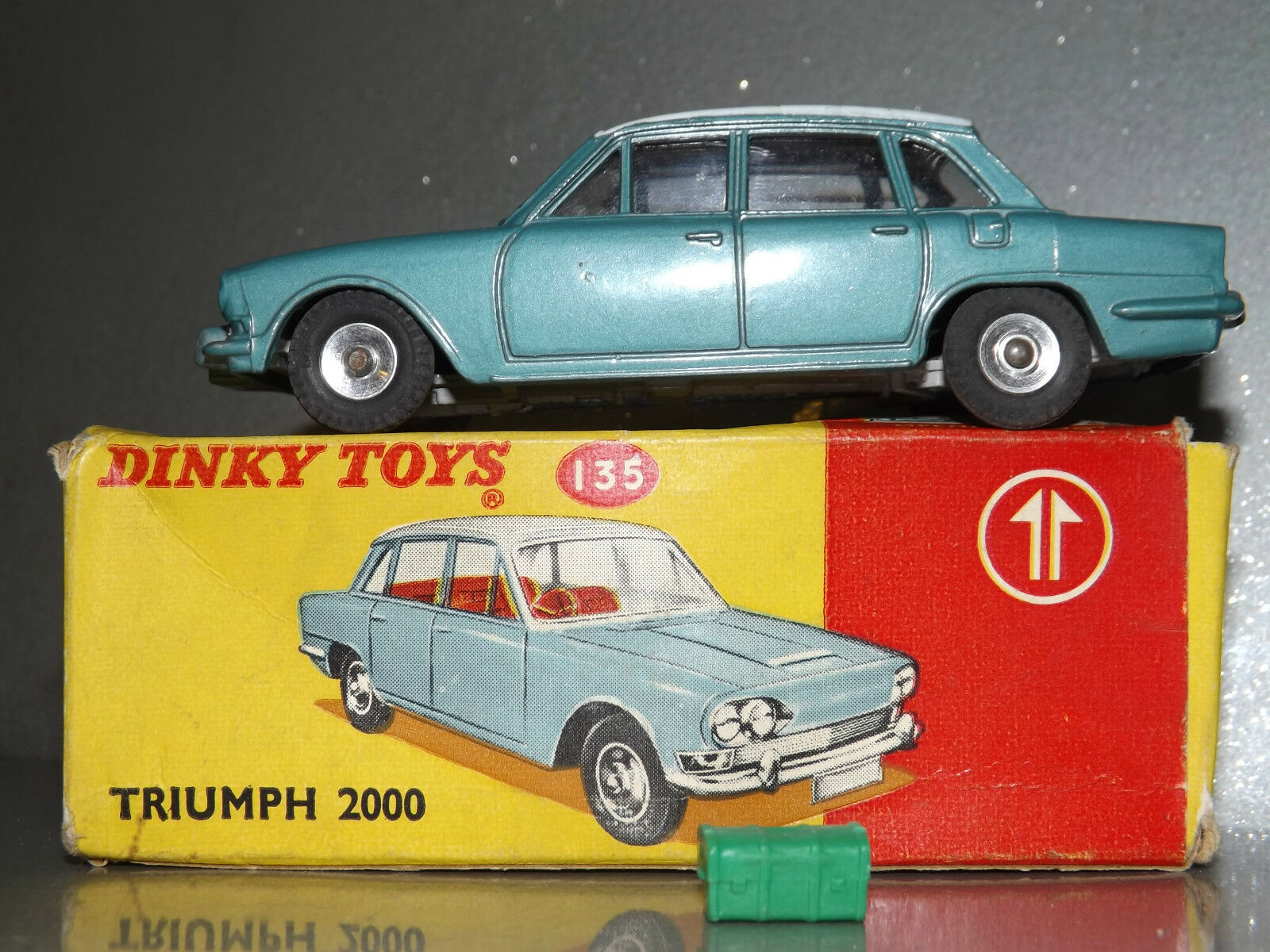 Dinky 135 Triumph 2000 Comme neuf BOXED avec bagages