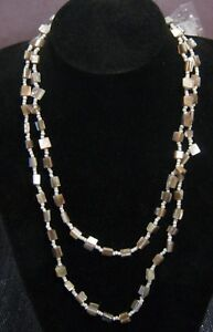 Wonderful string strand necklace of small white beads and shell pieces 114 cms - Newent, United Kingdom - Wonderful string strand necklace of small white beads and shell pieces 114 cms - Newent, United Kingdom