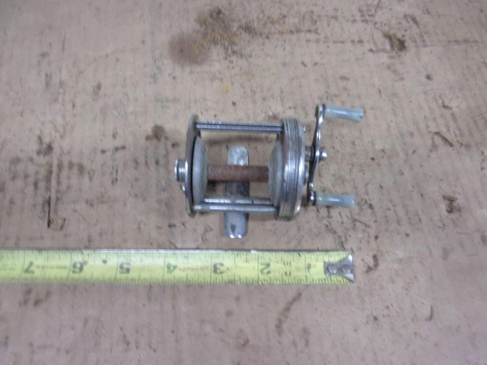 OLD VINTAGE LASHLES BRONSON MODEL 1700-A FISHING CASTING REEL
