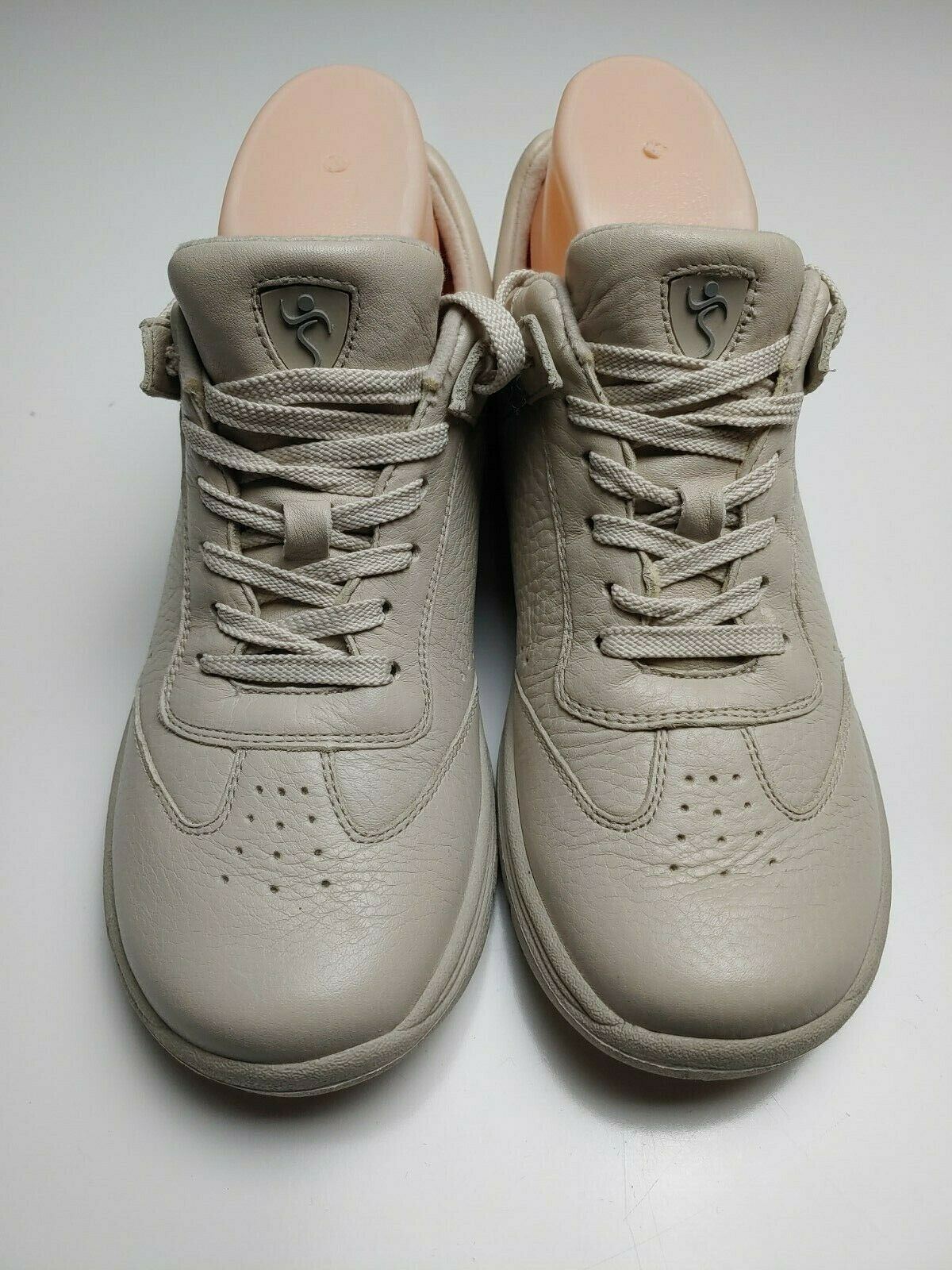 Supremes by Softspots Women's Tan Lace up Sneakers Size 9N