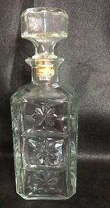 1980 WALKERS DELUXE BOURBON SQUARE GLASS LIQUOR DECANTER BOTTLE