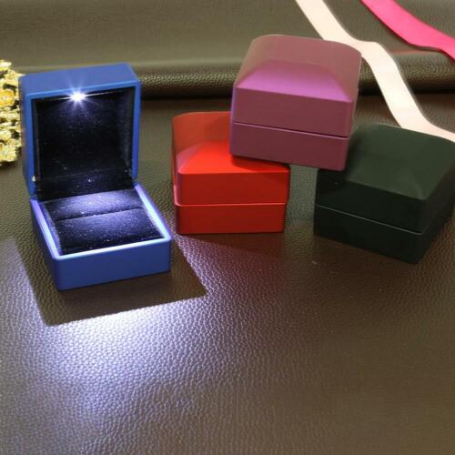 LED iluminada pendiente anillo de compromiso boda de Caja de Regalo Joyería Display Case Decoración