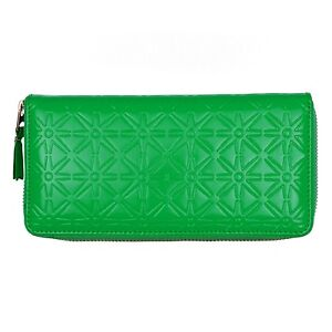 Comme-des-Garcons-woman-wallet-embossed-A