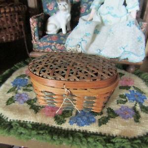 Antique-Victorian-Fashion-Doll-sewing-basket-1800-S-Dollhouse-Meubles-Accessoire