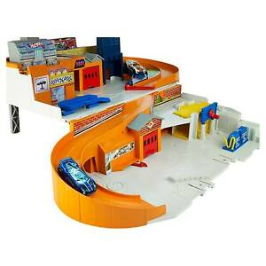 Hot Wheels Sto and Go Playset Plastic 4 Years and Up