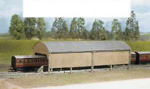 Ratio 527 Railway Carriage Shed 320mm x 105mm '00' Gauge New Plastic Kit T48Post