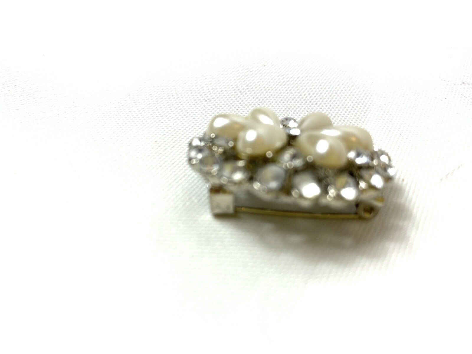 Vintage Pearl Petal Brooch - image 6