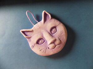 Tête de chat en plâtre violette à suspendre