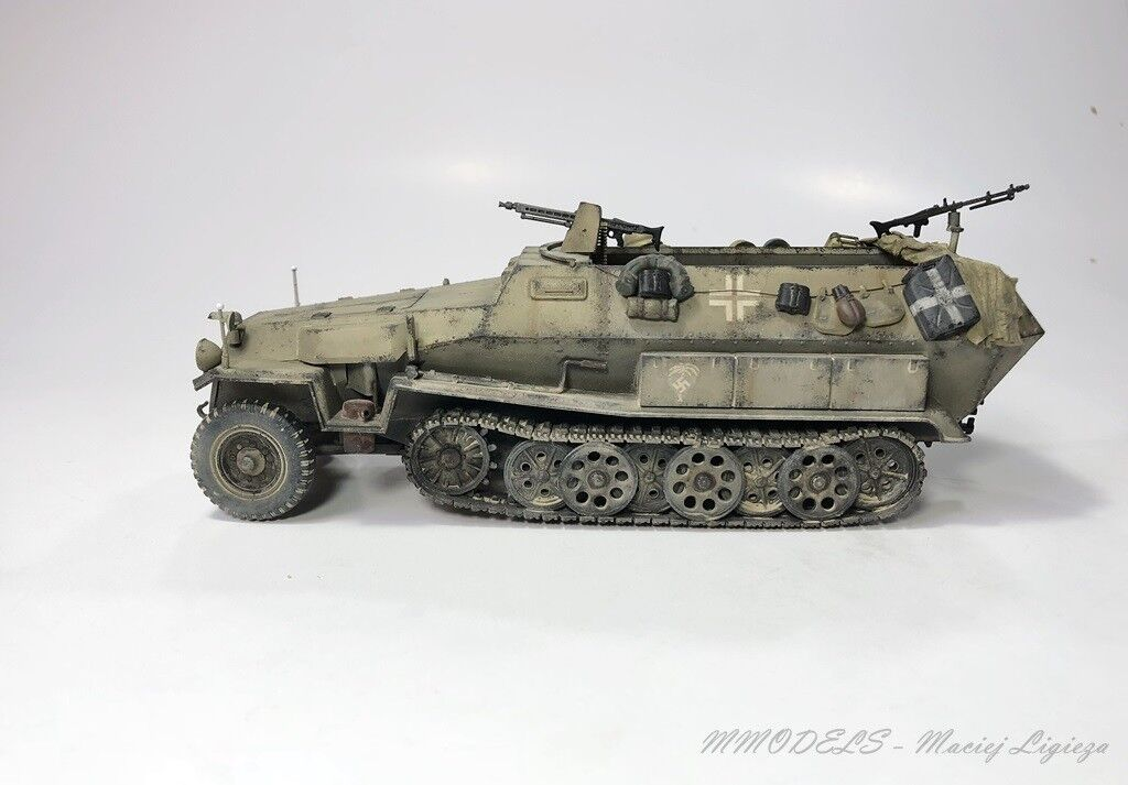 Sd.Kfz 251 Hanomag DAK scale 1 35 - built and painted