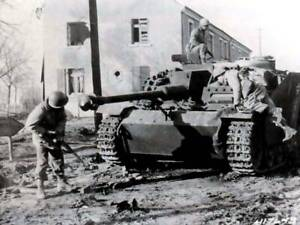 B-amp-W-Photo-WWII-German-Assault-Gun-Battle-of-Bulge-WW2-World-War-Two-BOB046