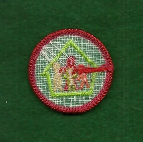 FREE SHIPPING WORLDS TO EXPLORE RED- HOME LIVING VINTAGE GIRL SCOUT BADGE