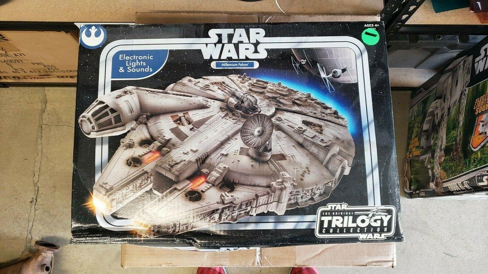 Hasbro estrella  guerras The Original Trilogy Collection Millenium Falcon  forma unica