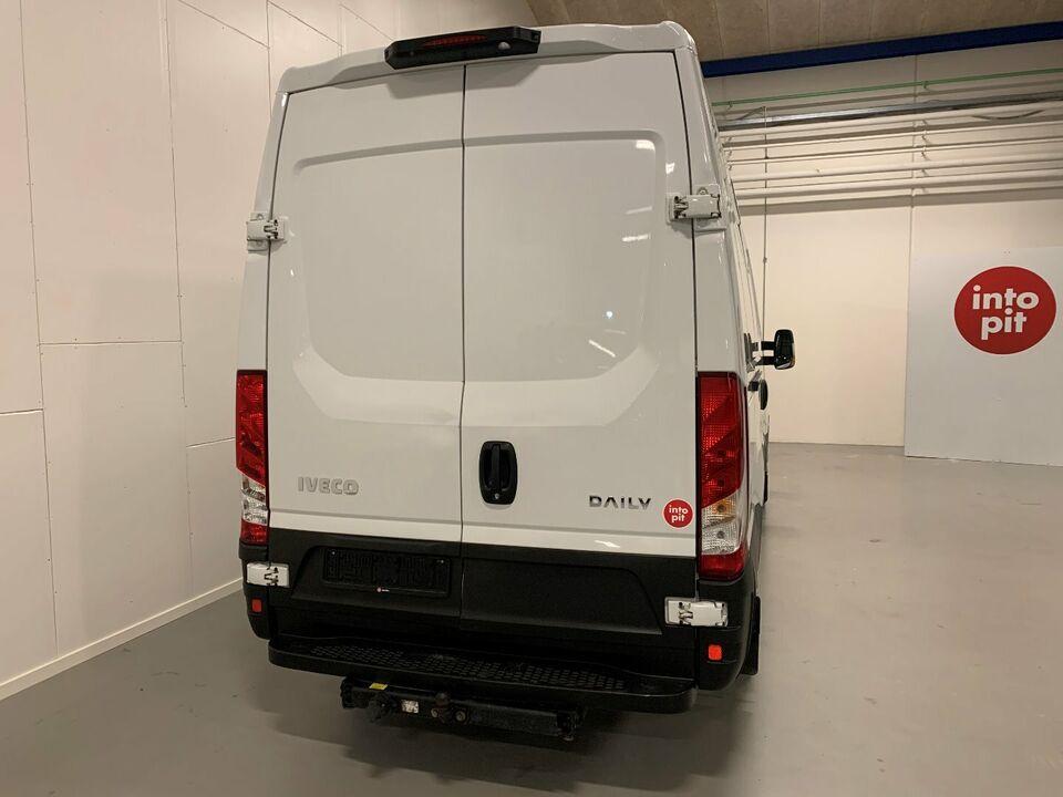 Iveco Daily 2,3 35S15 12m³ Van d Diesel modelår 2016 Hvid km