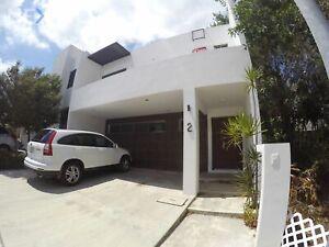 Casa en venta de 3 recámaras en Cancun  Residencial Palmaris con amenidades y filtro de seguridad