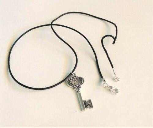 Colgante llave abre caminos con cordon de cuero negro 45 cm de largo