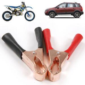 moto-essai-des-pinces-batterie-pinces-crocodile-connecteur-batterie-le-cuivre