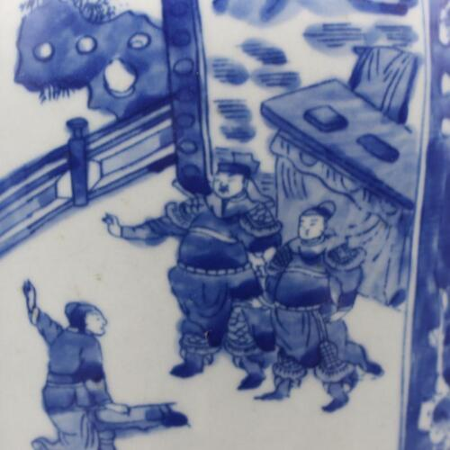 A pair of blue and white porcelain figures vases made in Kangxi in Qing Dynasty.