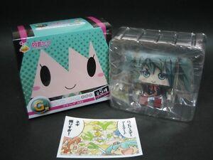 Hatsune-Miku-Graphig-ABS-Figure-Happy-kuji-Ojosama-Ver-Only-box-opening