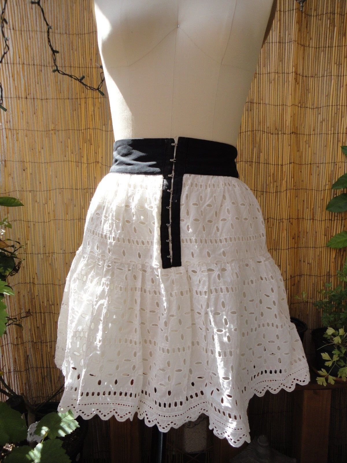 REFORMATION White WENCH EYELET Hook and Eye SKIRT Silk XS Sold Out