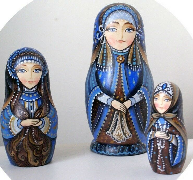 Russian matryoshka doll nesting babushka beauty Blau handmade exclusive