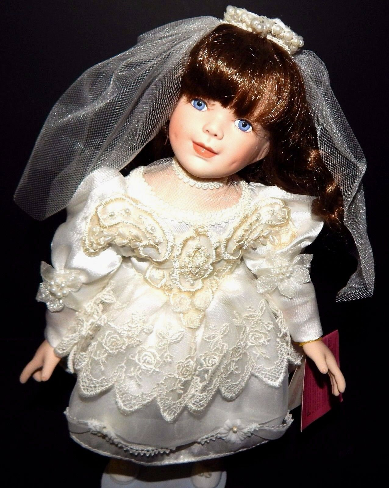 Paradise Galleries Bride Doll Porcelain bianca Lace Beads Wedding Dress 14