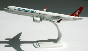 Turkish-Airlines-Airbus-A321neo-1-200-Herpa-Snap-Fit-FlugzeugModell-612210-A320