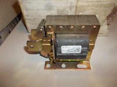 Dormeyer Grainger Solenoid NEW 1//8-1 in 2006-M-1 4X894 Laminated