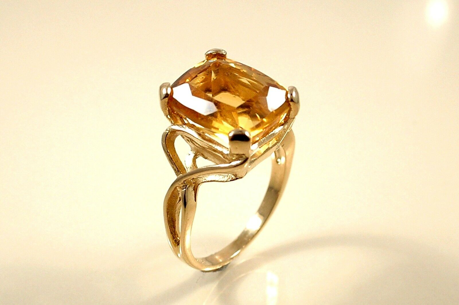 5.90 ct CUSHION CUT NATURAL BRAZILIAN CITRINE in Retro 14 kt Yellow gold Ring