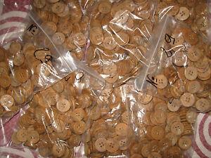 N°1 GROS LOT DE 1700 BOUTONS ANCIEN SUPER NACRYL EN PLASTIQUE--11 mm-