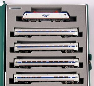 Kato-106-8001-N-Amtrak-ACS-64-and-Amfleet-I-Phase-VI-5-Unit-w-Bookcase-Set