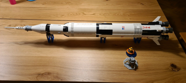 Lego Ideas, NASA Apollo Saturn V, Model 21309. Er samlet en…