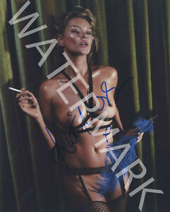 KATE-MOSS-SIGNED-10X8-PHOTO-GREAT-STUDIO-IMAGE-LOOKS-AWESOME-FRAMED