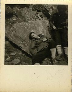 PHOTO-ANCIENNE-VINTAGE-SNAPSHOT-MILITAIRE-CHASSEUR-ALPIN-SKI-MONTAGNE-SIESTE