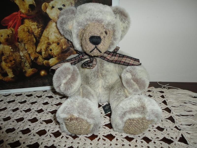 Russ Berrie WESLEY Bear Handmade 100343 RetiROT 11 inch