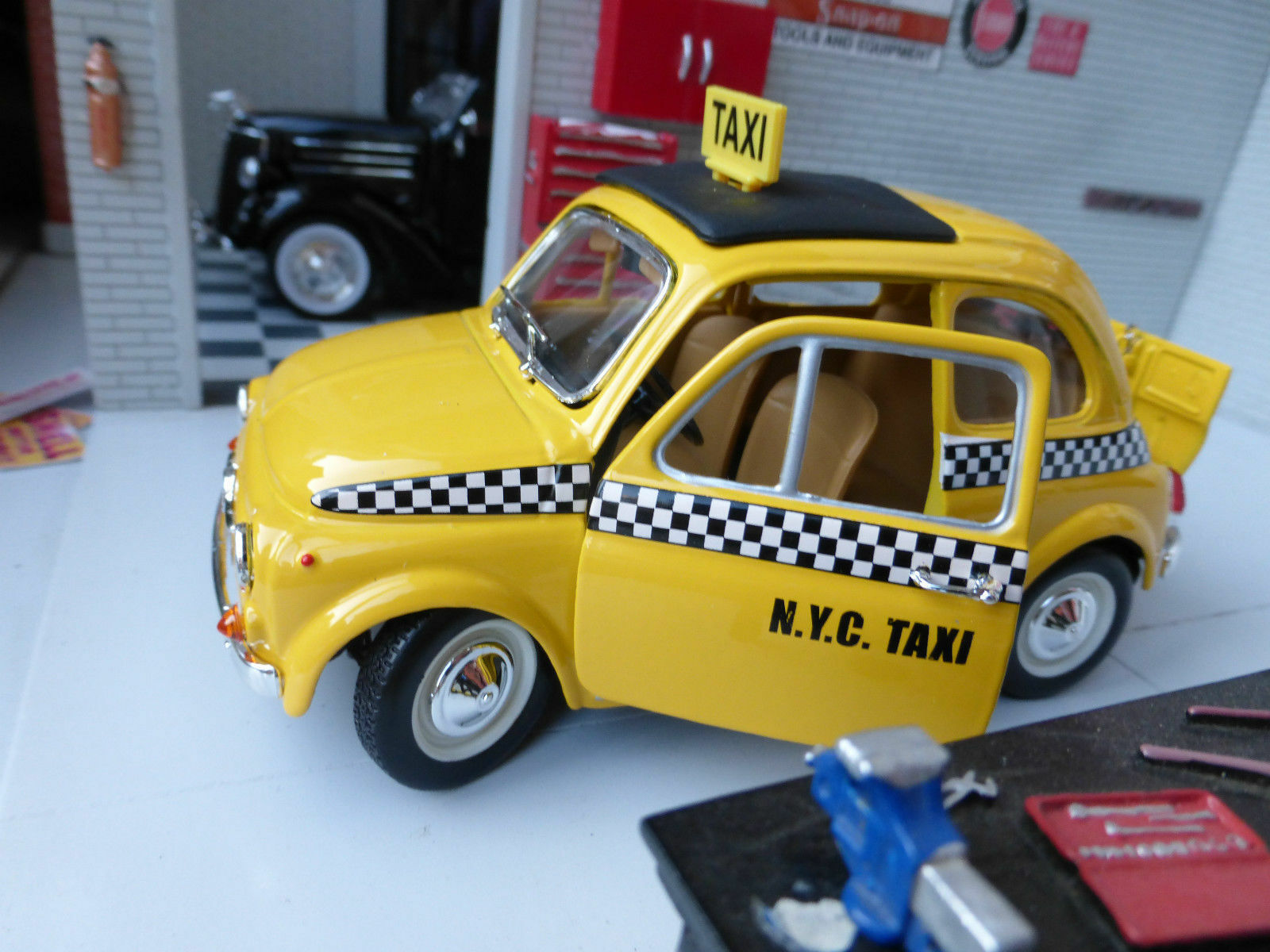 LGB G Scale Scale Scale 1 24 Fiat 500 Model Yellow Taxi NYC USA Car Detailed Burago Diecast ea97ef