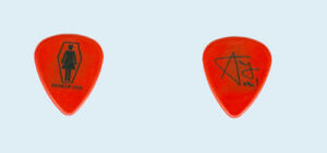 Murderdolls-2003-tour-black-on-red-Acey-Slade-used-band-logo-Guitar-Pick-Pic