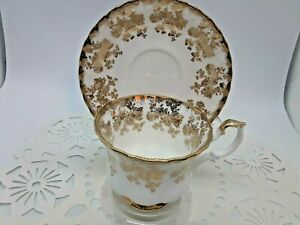 VINTAGE-Royal-Albert-Bone-China-With-amp-Gold-Floral-Design-Teacup-amp-Saucer-Mint