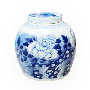 """Beautiful Blue and White Porcelain Ginger Jar Floral Peony Motif 9"""" with Lid"""