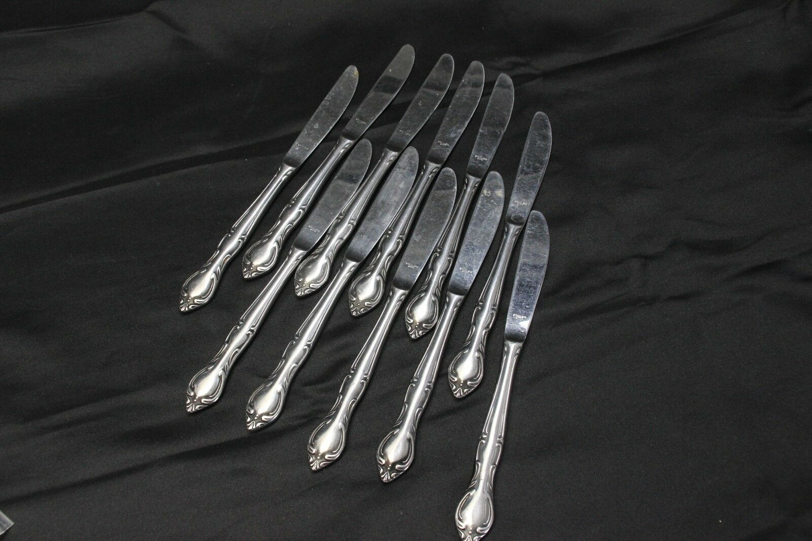 Hampton Court Dinner Knives Stainless Scroll 8.75  Set of 11
