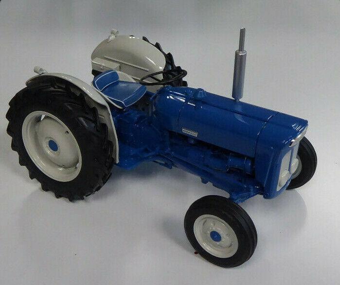 Universal Hobbies Fordson Super Dexta (New Performance) 1963 1 16th Scale Model
