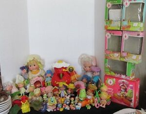 50-PCS-KENNER-STRAWBERRY-SHORTCAKE-1970s-DOLLS-ACCESSORIES-FIGURINES-BOXES