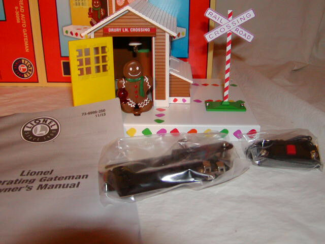 Lionel 6-36998 Christmas Gingerbread Man Operating Gateman O 027 Nuovo 2013