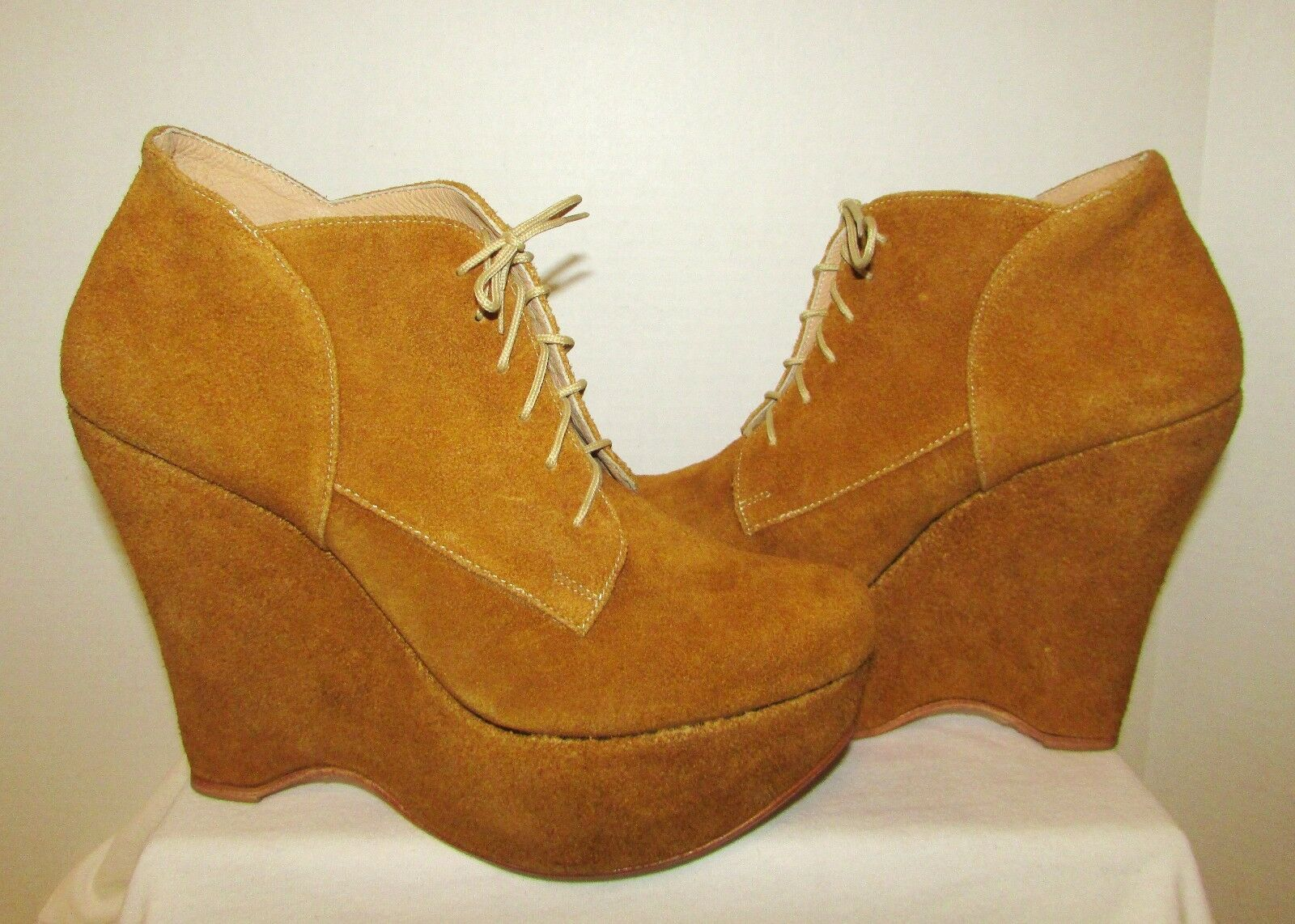 RARE PLOMO TAN SUEDE LACE-UP 5.5  WEDGE BOOTIE ANKLE BOOTS SIZE U.S.9.5 41 EUC.