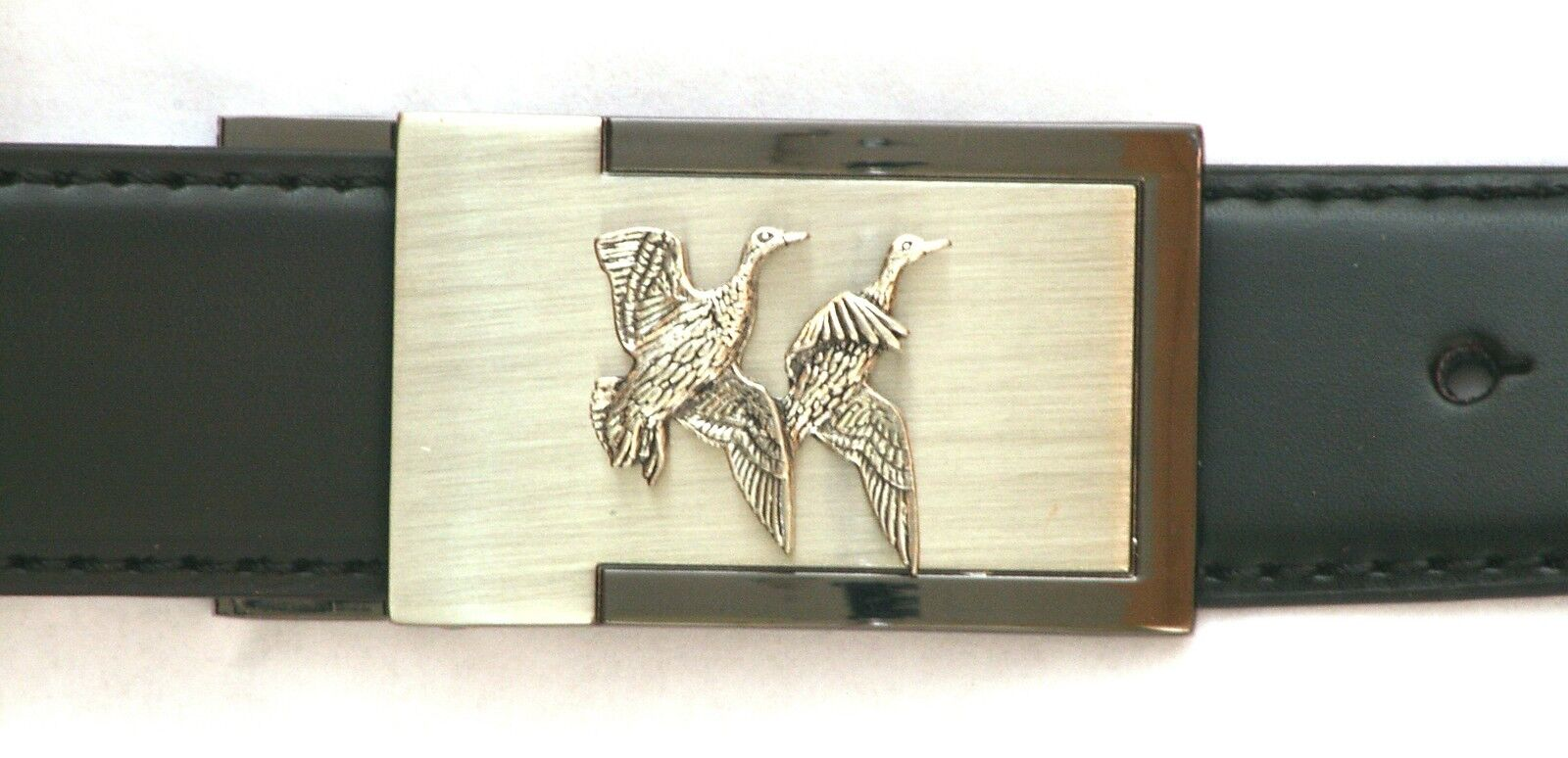Pair of Ducks Belt Buckle and Leather Belt in Tin Ideal Shooting Present 111