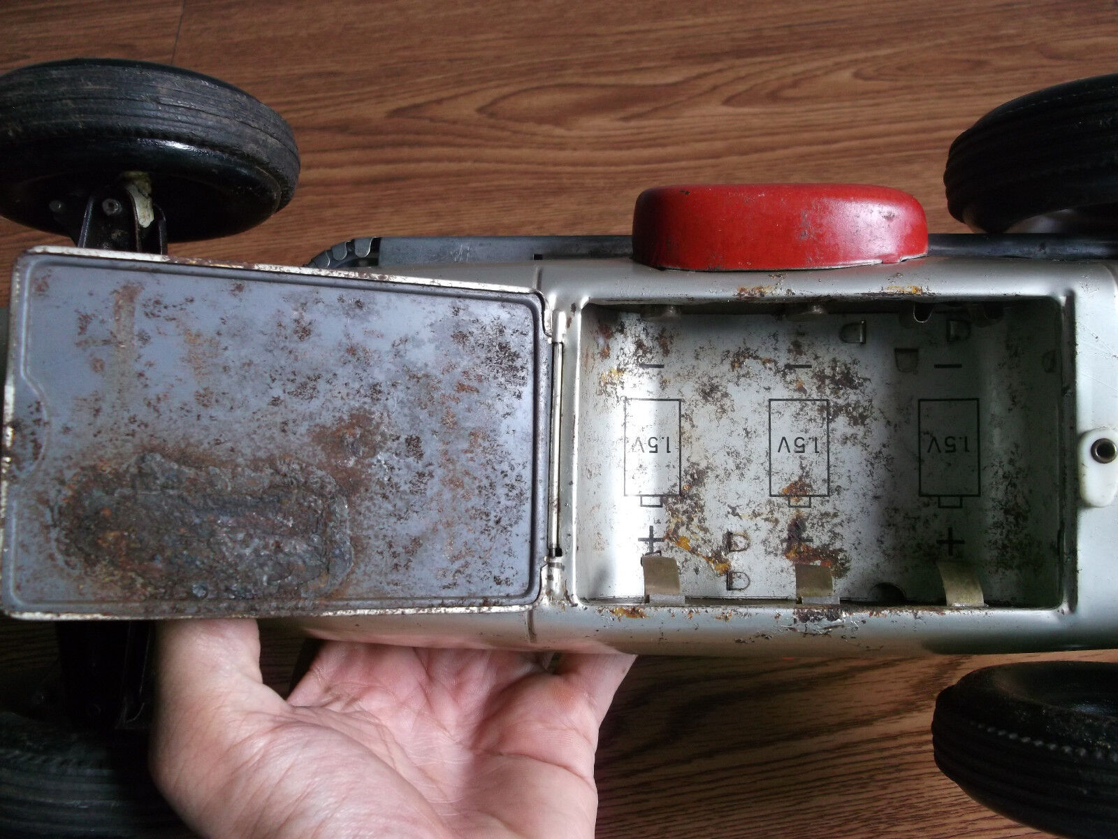 Old Old Old vintage battery powered huge 17 inch, tin Sports car of 50's, made in Japan. 5558b4