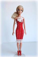 Blonde Fashion Style Barbie rotes, gepunktetes Kleid Punkte Spitze
