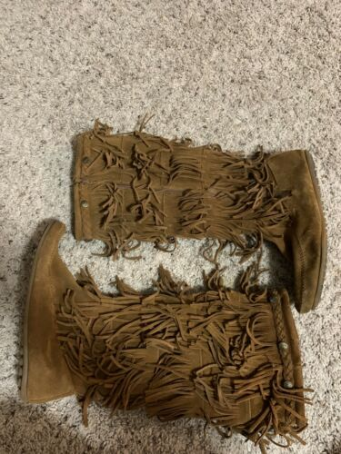 minnetonka fringe boots 9