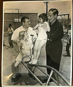 ABBOTT-amp-COSTELLO-INSANELY-RARE-MID-1950-039-S-VINTAGE-STUDIO-OVER-SIZED-PHOTOGRAPH